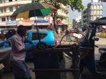 Un aiguiseur de ciseaux à Colombo