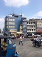 Mini maison encastrée dans une plus grande à Colombo