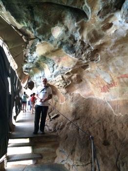 Robert devant les fresques à Sigiriya