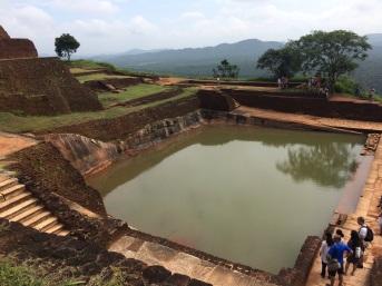 Bassin sur le Rocher à Sigiriya