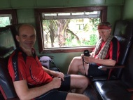 Cyclistes en train vers Colombo