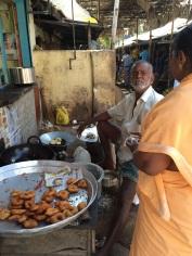 Cuisine de rue, beignets aux oignons à Madurai