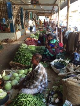 Intérieur du marché de légumes à Madurai
