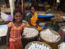 Mère et fille, marché de Madurai
