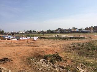 Madurai, séchage du linge sur la rivière asséchée