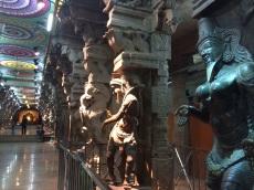 Pilliers sculptés au Sri Meenakshi, Madurai