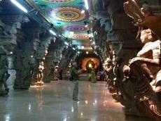 Pilliers de l'allée centrale Sri Meenakshi, Madurai