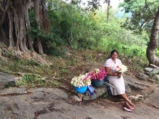 Vendeuse de fleurs à Dambulla