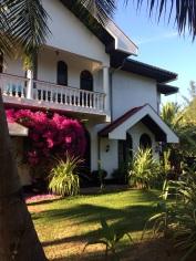 Flamboyante entrée de Suriyagaha