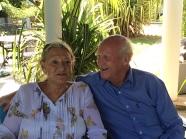 Ron et Pat nos hôtes à Suriyagaha qui nous racontent leur visite à l'hôpital.