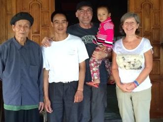 La famille Dzai qui nous a reçu à Ta Van