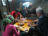 Confection de nem pour le repas du soir, avec une famille Dzay
