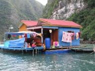 La vie dans le village de pêcheurs, Baie d'Along