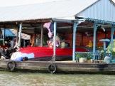 Peinture du bateau en famille, Chau Doc, Vietnam