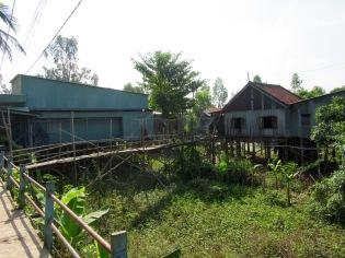 Une partie du village Cham Musulman est sur pilotis, région Chau Doc, Vietnam