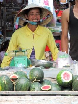 Marchande de melons, Marché de Chau Doc, Vietnam