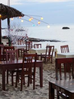 Préparation pour le repas du soir sur la plage, Phú Quoc, Vietnam