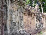 Bas reliefs en entrant à Preah Khan, Angkor, Cambodge