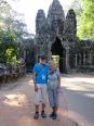Devant l'une des portes d'Angkor Thom