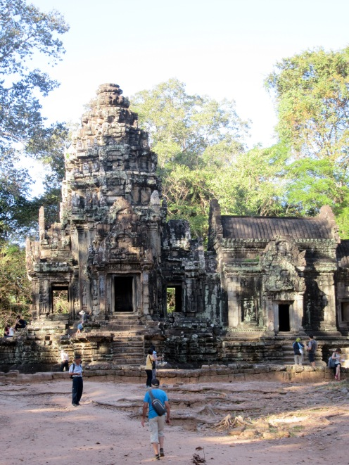 Entrons dans la ville mystérieuse de Ta Phrom, Angkor, Cambodge