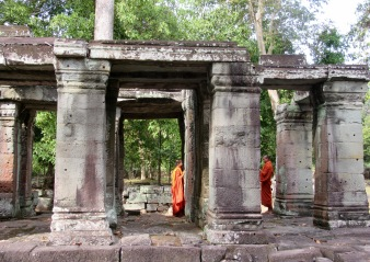 Prise de photo à Ta Phrom, Angkor, Cambodge