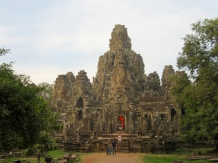 Vue du temple montagne de Bayon avec son troisième étage circulaire, Angkor, Cambodge