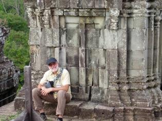 Du haut du temple Phnom Bakhèng au coucher du soleil, Robert n'a pas le vertige! Angkor, Cambodge