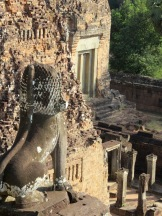 Un des lions de Pre Rup monte la garde, Angkor, Cambodge