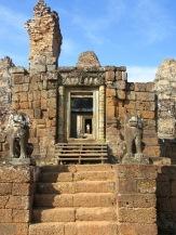 Les gardiens de Pre Rup, Angkor, Cambodge