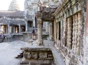 Le deuxième étage du Angkor Wat comporte des vestiges de plusieurs temples, Cambodge