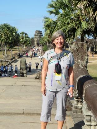 Devant l'allée qui mène à l'entrée d'Angkor Wat, Cambodge