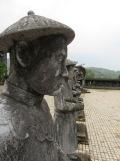 Statues de mandarins au mausolée de Kahi Dinh, Hué
