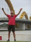 Devant le pont du dragon, sur la promenade à Da Nang