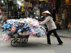 Marchande dans le vieux quartier, Hanoï, Vietnam