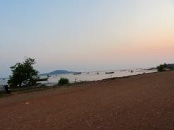 Coucher de soleil sur une plage près de Kep, Cambodge