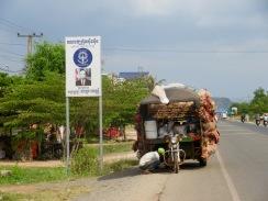 Un problème mécanique avec un si gros chargement? Kampot, Cambodge