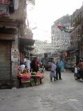 Marchand de fruits dans un quartier de Kolkata, Inde