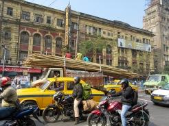 La circulation dense de Kolkata en après-midi, Inde