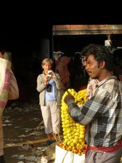 Photo de Robert: Jocelyne au marché aux fleurs, Kolkata, Inde