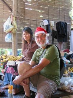 Robert avec la marchande de bananes séchées, Battambang, Cambodge
