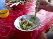 Soupe aux nouilles de riz artisanales servie sur le bord de la route, Battambang, Cambodge