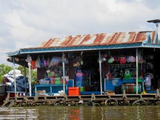 Une épicerie flottante, Tonlé Sap, Cambodge