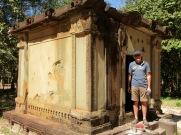 Un des plus vieux édifices de Sambor Pre Kuk porte des traces d'un bombardement, Cambodge