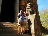 Avec ce magnifique lion, bien conservé qui protège l'entrée du temple, Sambor Pre Kuk, Cambodge