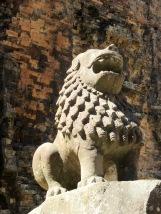 Un des lions les mieux conservés du patrimoine selon notre guide, Sambor Pre Kuk, Cambodge