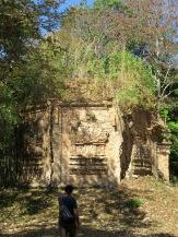 Malgré le passage du temps, les temples tiennent encore gràce à la qualité des briques utilisées, sans même l'usage d'un mortier tel que nous le connaissons, Sambor Pre Kuk, Cambodge