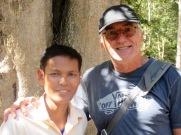 Robert et notre guide à Sambor Pre Kuk, Cambodge