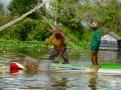 La pêche est bien sûr une activité importante dans un village flottant, Tonlé Sap, Cambodge