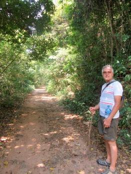 Un des sentiers pratiquement désert du Parc national de Kep, Cambodge