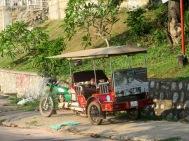 Le tuk tuk demeure le transport privilégié dans la région, Kep, Cambodge